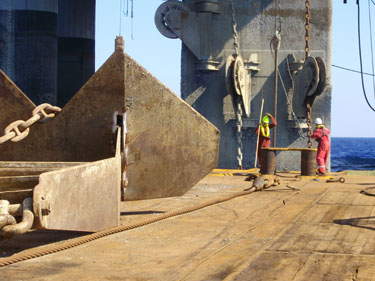 6InterMoor-employees-work-on-a-rig-move-in-the-Mediterranean